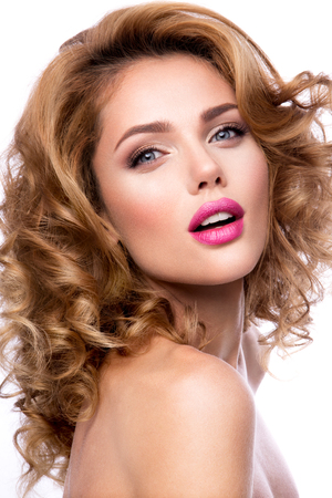 eyebrow: Glamour portrait of beautiful girl model with makeup and romantic wavy hairstyle. Fashion shiny highlighter on skin, sexy gloss lips make-up and dark eyebrows. Stock Photo