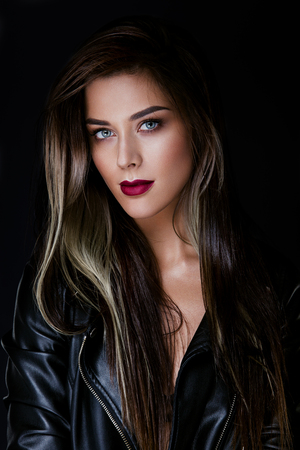 color hair: Glamour portrait of beautiful girl model with makeup and romantic wavy hairstyle. Fashion shiny highlighter on skin, sexy gloss lips make-up and dark eyebrows. Stock Photo