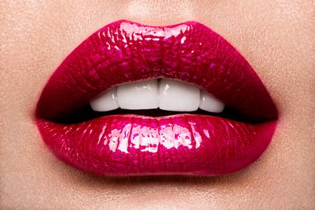 Sexy Lips. Beauty Red Lips Makeup Detail. Standard-Bild