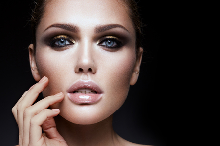 Beauty fashion model girl with bright makeup 免版税图像