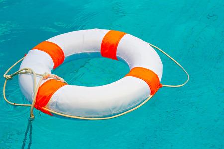Leben Boje im Schwimmbad Standard-Bild - 44568983