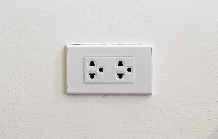 enchufe de luz: Light socket on white wall Foto de archivo