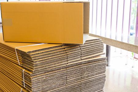 Brown corrugated cardboard box with selective focus Zdjęcie Seryjne