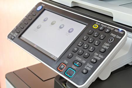 fotocopiadora: Cerca de panel de control de la impresora o fotocopiadora