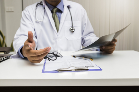 A doctor consults patient while sitting at the table in office. Medicine and health care concept. Standard-Bild - 116539704