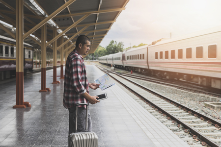 Traveler with baggage and map in train station. Travel concept. Standard-Bild - 116539913
