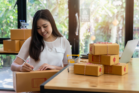 Successful entrepreneur business woman with online sales and Parcel shipping in her home office, prepare parcel box of product for deliver to customer. Standard-Bild - 116524699