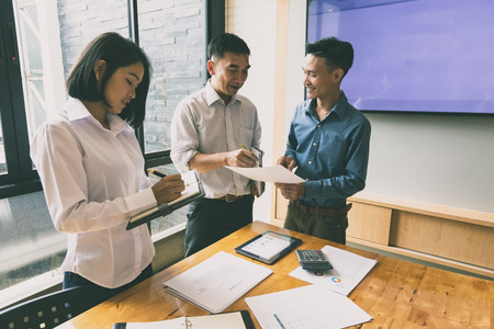 Business team meeting and discussing project plan. Businessmen discussing together in meeting room. Professional investor working with business project together. Finance managers task. Standard-Bild - 121848168