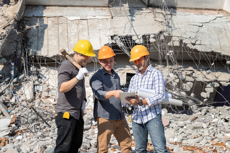Demolition control supervisor and contractor discussing on demolish building. Standard-Bild - 123831256