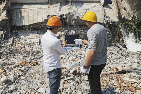 Demolition control supervisor and contractor discussing on demolish building. Standard-Bild - 123831265