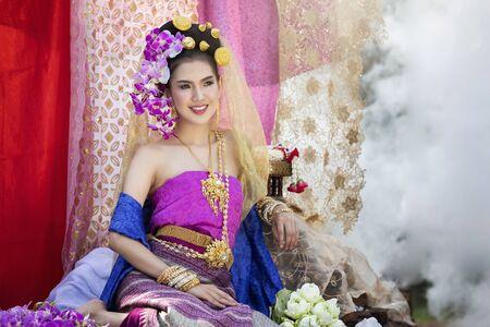 Beautiful Thai woman wearing thai traditional clothing Banco de Imagens