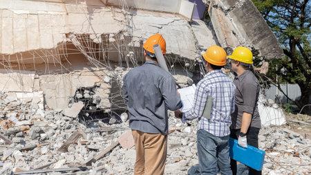 Demolition control supervisor and contractor discussing on demolish building. Standard-Bild