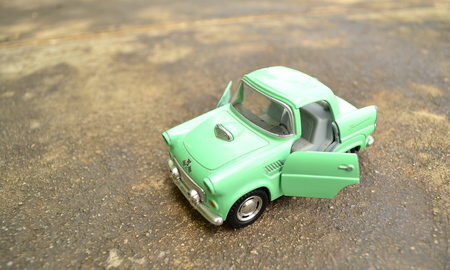 The green toy car, it's waiting children