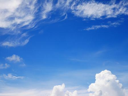Beautiful blue sky and cloud background 免版税图像