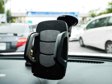 Focus smart phone holder in car 免版税图像