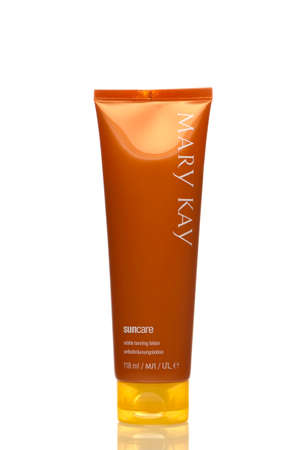 Subtle tanning lotion. Mary kay. Auto-tanning. Russia Saint Petersburg. 26/04/2020 10: 24 Product of a cosmetics company in the USA.