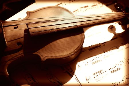 style sheet: Old violin and musical notes