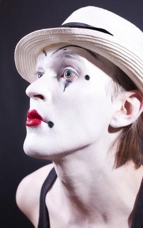 pantomima: Retrato del actor de pantomima con maquillaje sobre fondo negro close up  Foto de archivo