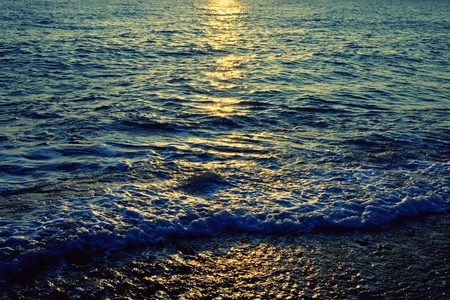 Reflection of the sun in the sea water Stock Photo - 9363738