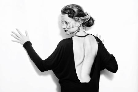 Junge schöne Frau im Schleier auf weißem Hintergrund Standard-Bild - 10271401
