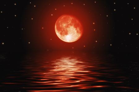 Grote bloedige rode maan en de sterren weerspiegeld in een golvende wateroppervlak