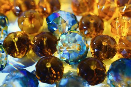 Abstracte achtergrond met transparante glanzende glasparels macro Stockfoto - 61635051