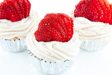 vanilla cupcake: Delicious vanilla cupcake with strawberry frosting and fresh strawberry Stock Photo