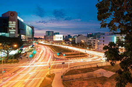 tekka: SingAPORE - JUNE 23, 2016 : twilight city view at Rochor canal road.