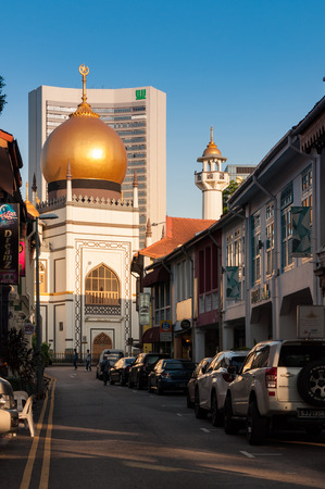 arab glamour: SINGAPORE - JULY 05, 2016 : Sultan mosque on North bridge road in Kampong Glam district, Singapore. Editorial