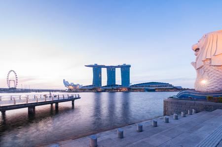 marina bay: SINGAPORE - 6 JULY 2016 : morning view of Merlion statue, the landmark of marina bay Singapore