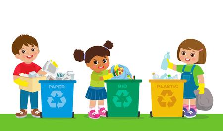 Les enfants ramassent les ordures pour les recycler. Sauver le monde. Bac de recyclage de séparation garçon et fille avec bio, papier, ensemble d'illustrations vectorielles en plastique.