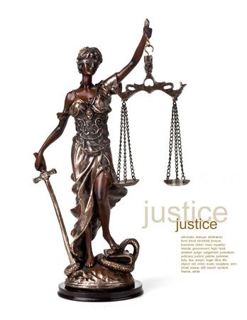 justitia: Una foto de una estatua de Themis de pie sobre fondo whitek