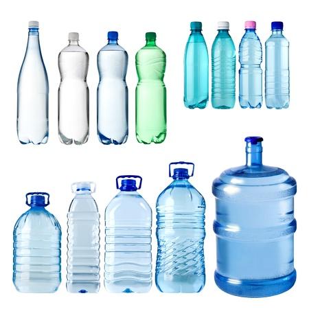 botellas vacias: conjunto de botellas de agua aisladas sobre fondo blanco