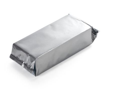 sachets: envasado de alimentos de plata en blanco en fundamento blanco