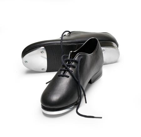 pies bailando: zapatos de claqu� en un blanco
