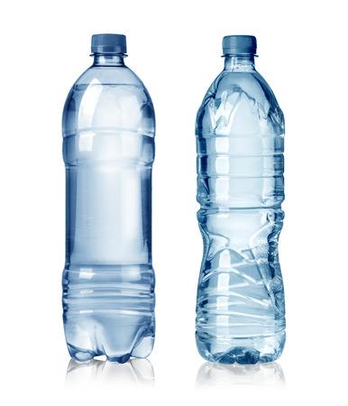 purified water: dos botellas de agua aislados en el fondo blanco