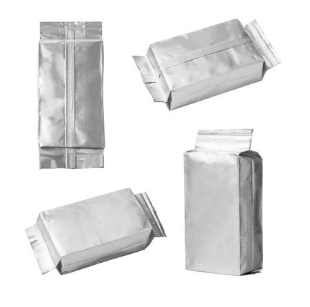 close up van een aluminium zak gezet op een witte achtergrond