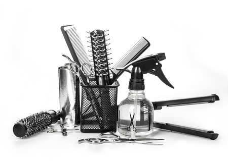 estilista: Herramientas profesionales del peluquero, aislado en blanco Foto de archivo