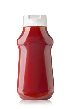 botella de plastico: Botella de salsa de tomate aisladas sobre fondo blanco con trazado de recorte Foto de archivo