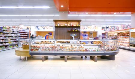 """Moldawien, Chisinau - 6. April: Einkaufszentrum \ """"N1 \"""" auf 6. April 2011 in Chisinau, Republik Moldau. \ """"N1 \"""" ist eines der größten moldawischen Unternehmen Standard-Bild - 37131885"""