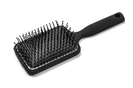 hair: Cepillo de pelo con un mango negro aislado en blanco