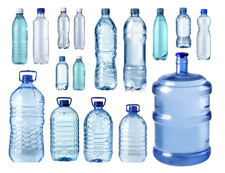 Satz von Plastikwasserflasche auf weißem Hintergrund isolatrd Standard-Bild - 43525424