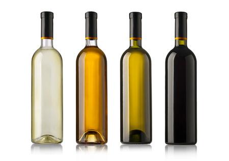bebiendo vino: Conjunto de botellas de vino blancos, rosas y rojos. aislados en fondo blanco