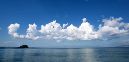 cielo de nubes: Hermoso mar, islas y cielo nubes
