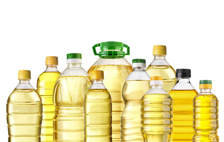 aceite de cocina: Botellas de aceite de oliva aislados en el fondo blanco Foto de archivo
