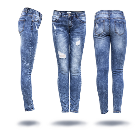 in jeans: mujer pantalones vaqueros en el fondo blanco Foto de archivo