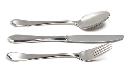 cuchillo: Cubiertos con Tenedor, cuchillo y cuchara aislados sobre fondo blanco