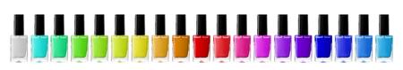 pedicura: Grupo de los esmaltes de uñas brillantes aislados en blanco