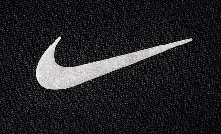 Chisinau, Moldawien - Mai 27. 2016: - Close up Logo der Sportmarke Nike auf Textil gedruckt, Produkt Schuss Standard-Bild - 57460028