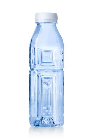 Plastic waterfles geïsoleerd op een witte achtergrond met uitknippad Stockfoto